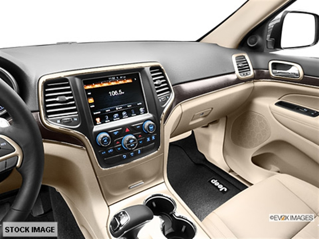 ... Interior 3 2014 Jeep Grand Cherokee Limited 4x4 SUV